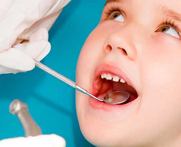 stomatoloska-ordinacija-vunjak-dental-clinic-decija-stomatologija-pregled-zuba-dete-2