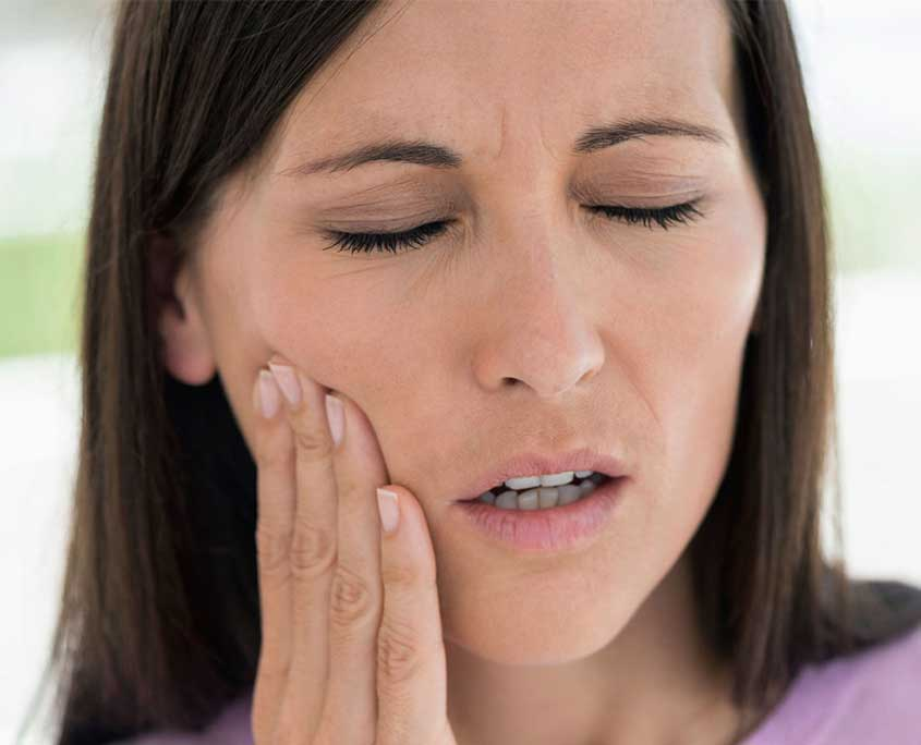 stomatoloska-ordinacija-vunjak-dental-clinic-zena-oseca-bol
