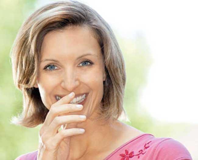 stomatoloska-ordinacija-vunjak-dental-clinic-zena-se-smesi