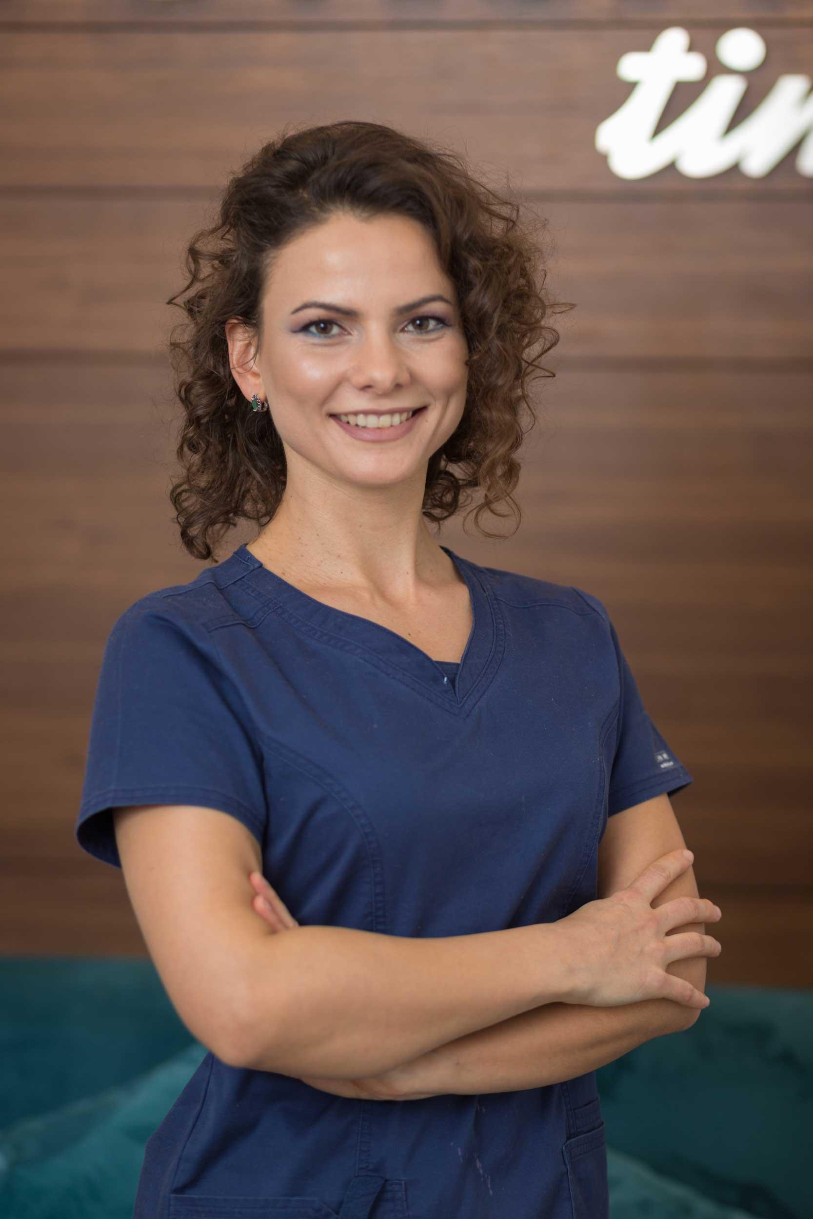 stomatoloska-ordinacija-vunjak-dental-clinic-doktorka-jelena-velinov
