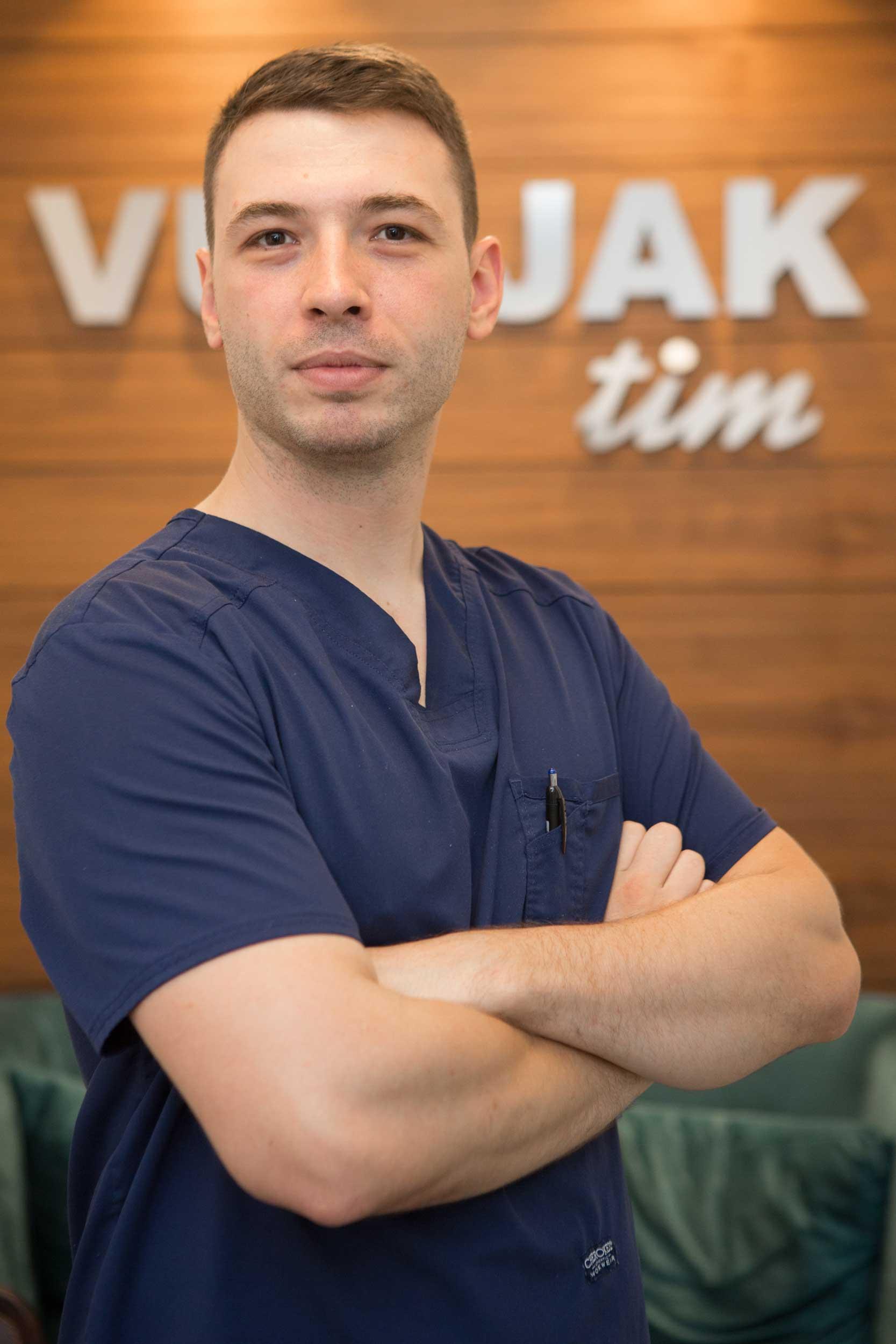 stomatoloska-ordinacija-vunjak-tim-dr-srdjan-markovic